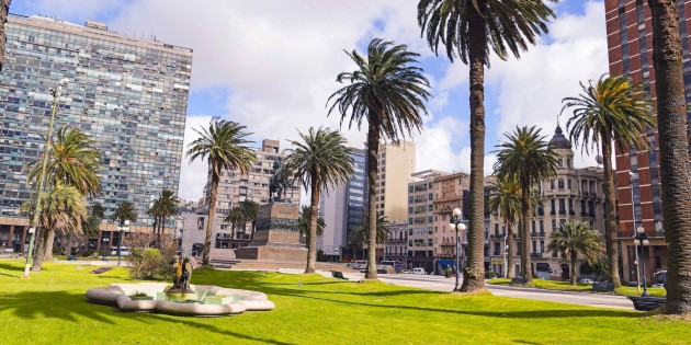 IndependenceSquare_Montevideo©shutterstock_378231007_1200x600.jpg