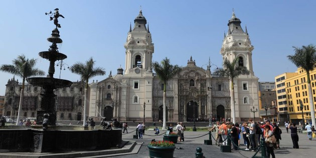 Church_Lima_Peru_shutterstock_168392744.jpg