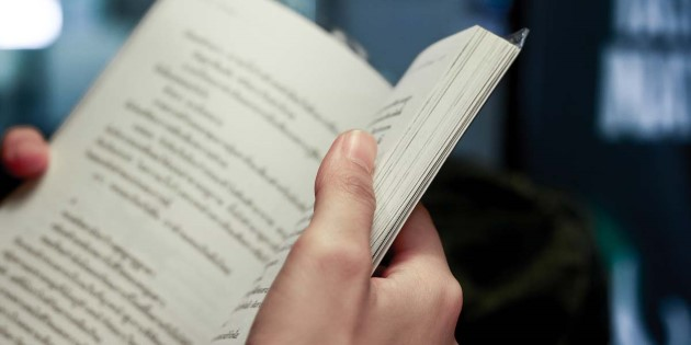 At_sea_reading_book_shutterstock_292448078.jpg