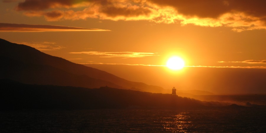1800x900_List-img_Baatsfjord_Arrival-sunset_BY_Waeny-Michele_Guest-Image.jpg